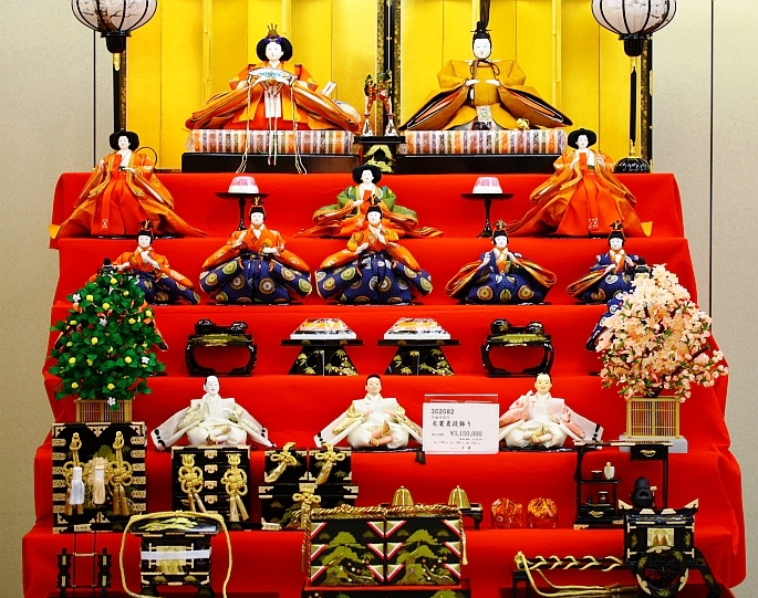 [Tradition] Hina matsuri - la fête des filles Girls-day-hina-ningyo-set